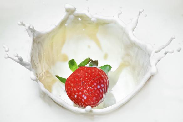 Fotografiar efecto splash en casa (fresa + leche)